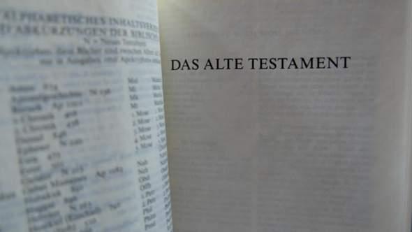 - (Religion, Christentum, Gott)