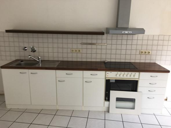 - (Wohnung, Küche, Wohnungssuche)