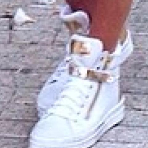 Gold weiß mit Reißverschluss leider schlechte Grafik  - (Schuhe, laggen, brauche)