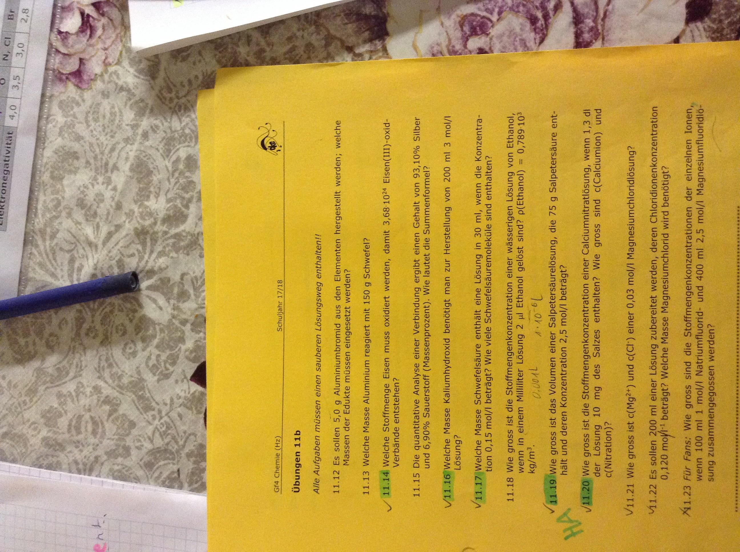 Könnte mir jemand bei diesen Chemie Aufgaben behilflich sein ...
