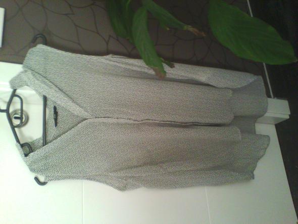 das ist die bluse. vorne  kürzer  und hinten länger  - (Klamotten, Ti)