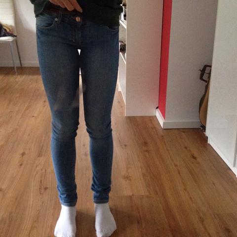 Komische Beinstellung - weiblich 14 (Beine, Stellung)