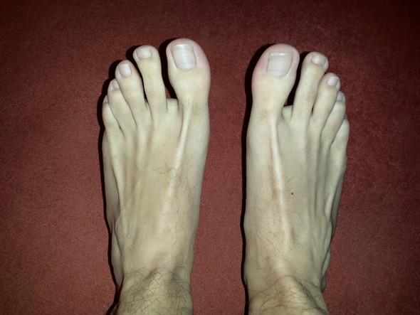 Füße (nicht auf Boden gestellt, Zehen leicht angezogen) - (Gesundheit, Aussehen, Füße)