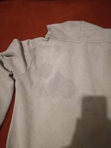 Graue Streifen Auf Der Wäsche Nach Dem Waschen
