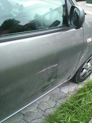 Der Kratzer - (Auto, Kratzer, Lack)