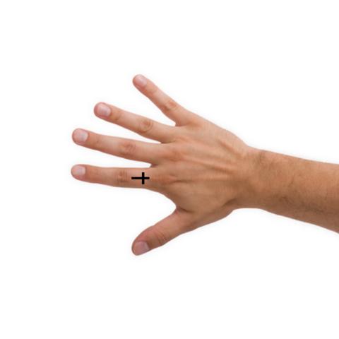 Kreuz Tatoo auf dem Zeigefinger?