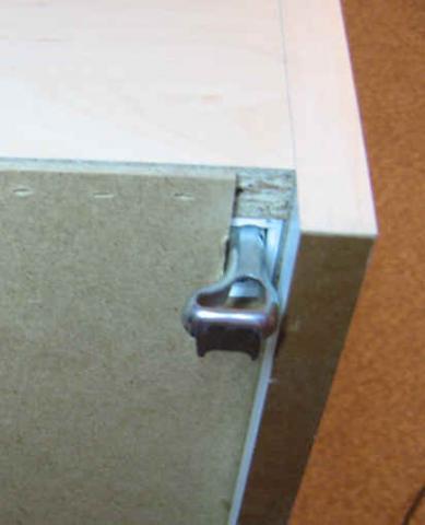 h ngeschrank befestigung halterung k che rp66 hitoiro. Black Bedroom Furniture Sets. Home Design Ideas