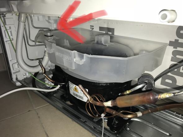 Siemens Kühlschrank Heiß : Kühlschrank schlauch zum kondeswasserbehälter abgedeckt