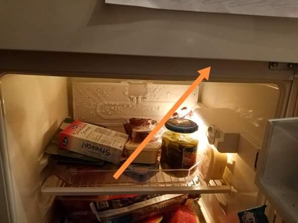 Kühlschrank ist an dieser Stelle sehr heiß ist das normal Bild vorhanden?