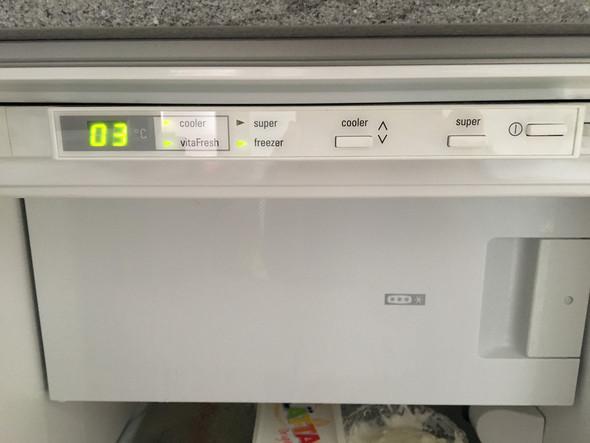 Kuhlschrank Sammelt Eis Und Wasser Technik Haushalt Warme