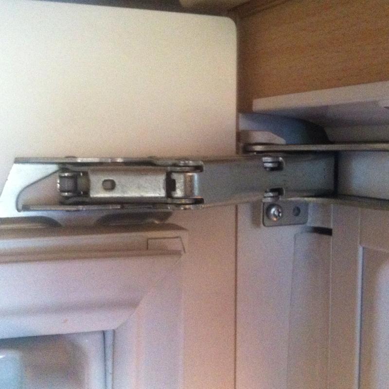 Kühlschrankscharnier verstellen (Kühlschrank, scharnier)