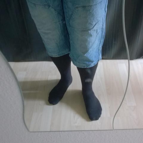 Kurze Hose mit Strümpfen bei Männern. Modesünde oder ok