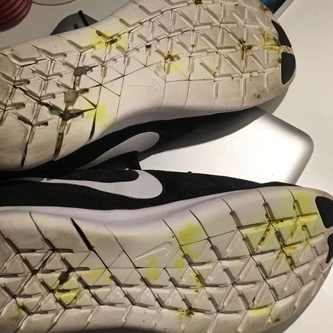 Hier sind die gelben Flecken gut zu erkennen - (Schuhe, Flecken, Fleckentfernung)