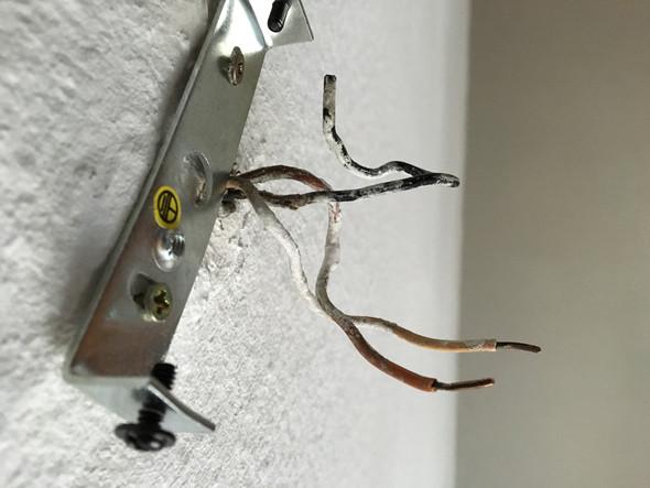 Die Kabel, die aus der Decke hängen  - (Kabel, Lampe anschließen)