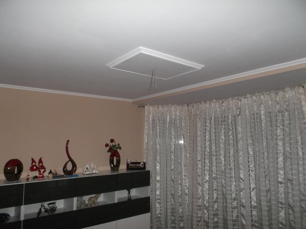 farbige wand wei streichen wand streichen mit streifen so. Black Bedroom Furniture Sets. Home Design Ideas