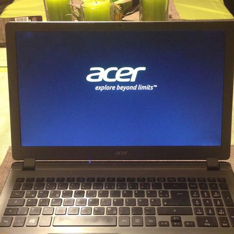 Laptop bleibt hier hängen. - (Technik, Acer, aspire)