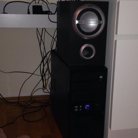 Box auf PC  - (PC, Lautsprecher, Kabel)