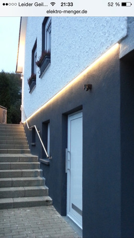 led an der aussenfassade indirekte beleuchtung installation elektrik licht. Black Bedroom Furniture Sets. Home Design Ideas