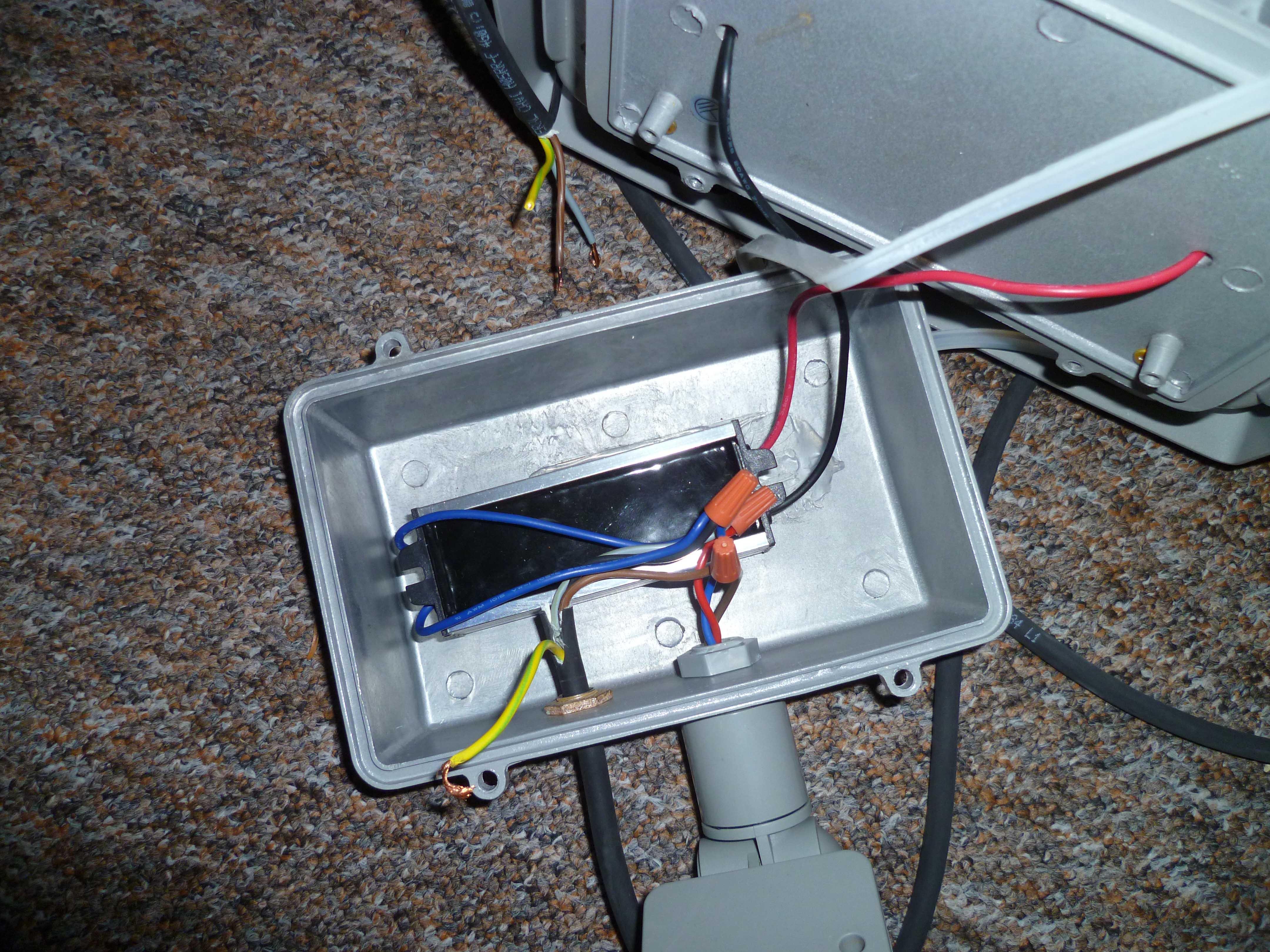 led flutlicht eingebauten bewegungsmelder berbr cken f r dauerschaltung umgehen sensor. Black Bedroom Furniture Sets. Home Design Ideas