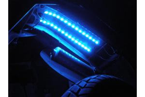 Blaue LED Leiste unter Kotflügel - (Deutschland, Gesetz, Motorrad)