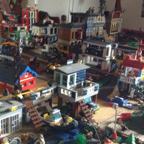 wie hoch ist der verkaufswert dieser lego stadt geld preis wert. Black Bedroom Furniture Sets. Home Design Ideas