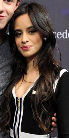 Leichte Wellen Ins Haar Bekommen Camila Cabellos Frisur Nachmachen
