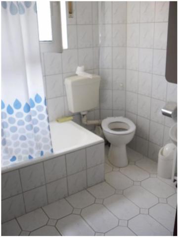 leitungen im gesamten haus erneuert ohne das bad zu. Black Bedroom Furniture Sets. Home Design Ideas