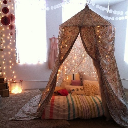 lichterketten f rs bett brenngefahr wohnung schlafen zimmer. Black Bedroom Furniture Sets. Home Design Ideas