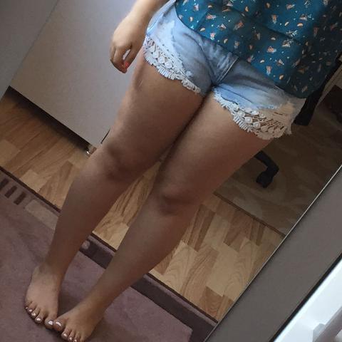 Dickes Mädchen kurze Shorts