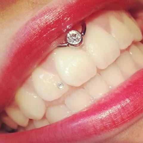 Bild des Piercings - (Piercing, Hebamme, lippenbändchenpiercing)