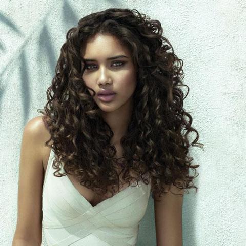 Braune haare locken oder glatt