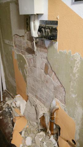 loser putz an innenwand und seltsamer mauerbogen mietrecht handwerk schaden. Black Bedroom Furniture Sets. Home Design Ideas