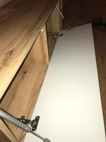 Lowboard Tür zu locker?