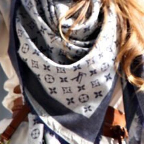 Dieser Schal halt nur in Braun  - (bestellen, Fake, Schal)