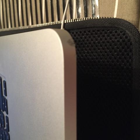 Hier das Bild - (Apple, Macbook, Delle)