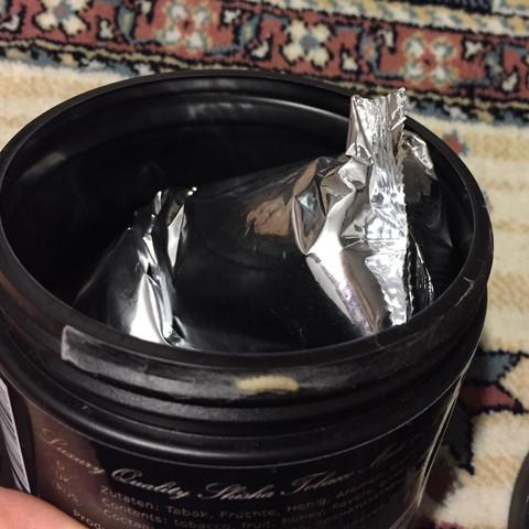 Die packung drinnen ist noch nicht geöffnet und das is bis jtzt die einzige made - (Shisha, Insekten, tabak)