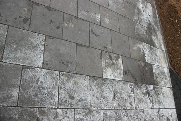 m ngel terrasse mit losen blausteinplatten lose terrassenplatten m ngel pflasterarbeiten. Black Bedroom Furniture Sets. Home Design Ideas