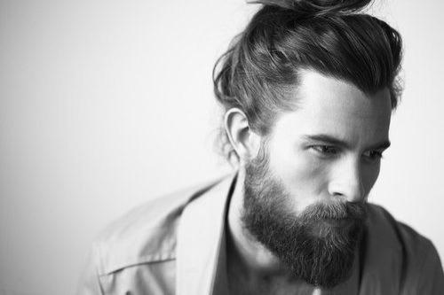 Männer mit Bart und langen Haaren (Zopf)? (Haare, Frisur)