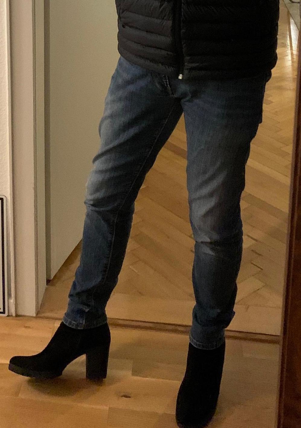 Männer mit Schuh-Absätzen oder heels. Alltagstauglich