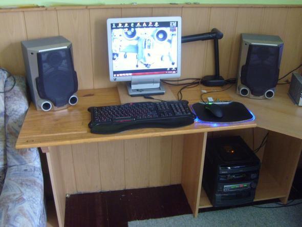Tisch + Lautsprecher + Bildschirm - (Lautsprecher, LED, LCD)