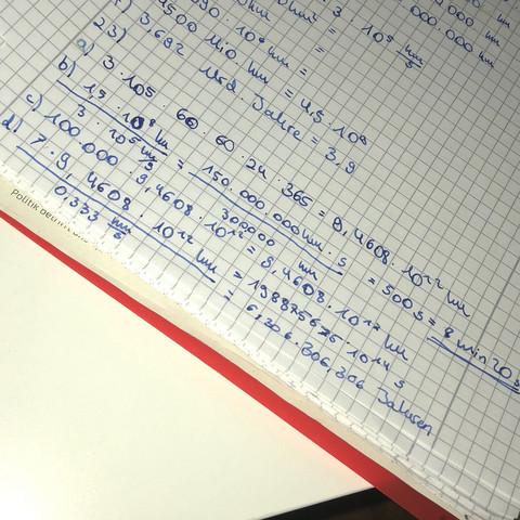 Das sind die Lösungen. - (Schule, Mathe, Zahlen)