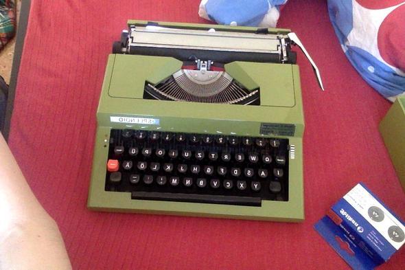 Von vorne/oben - (Schreibmaschine, Mechanisch, Farbband)