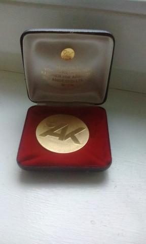 - (Gold, Silber, bronze)