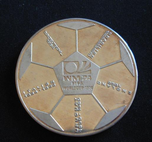 Fussball- Rücvkseite - (Fußball, WM-Medaille 1974)