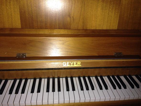 Das - (Klavier, verstimmt)