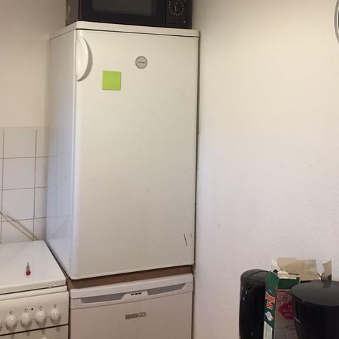 So steht der Kühlschrank  - (Kühlschrank, tropfen)
