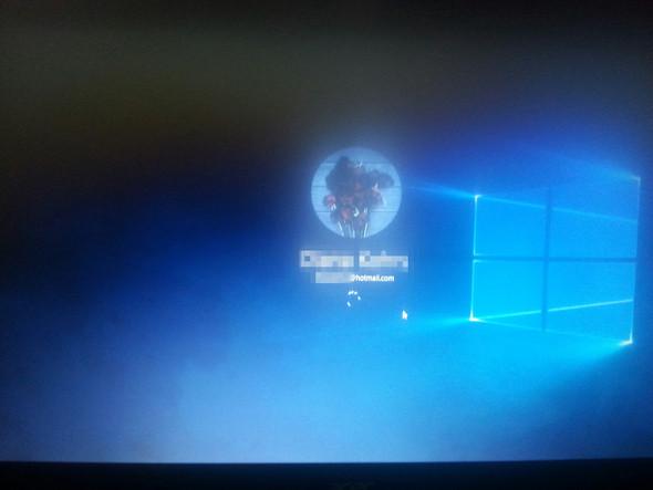 So ist es schon seit ca. 1 1/2 Stunden.. wenn nicht noch länger - (Bildschirm, Windows 10, Laden)