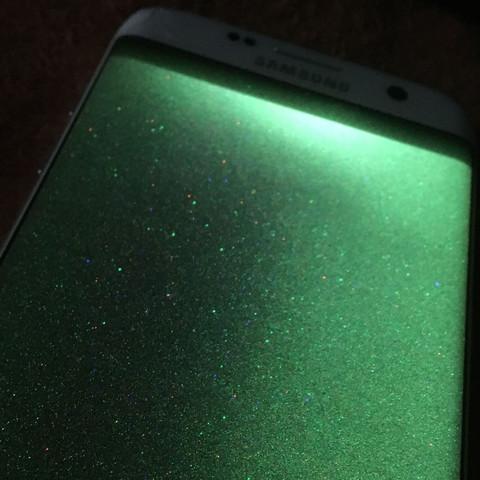 Mein Samsung Galaxy S7 Edge zeigt nur ein grünen Bildschirm. Kann mir bitte einer helfen?
