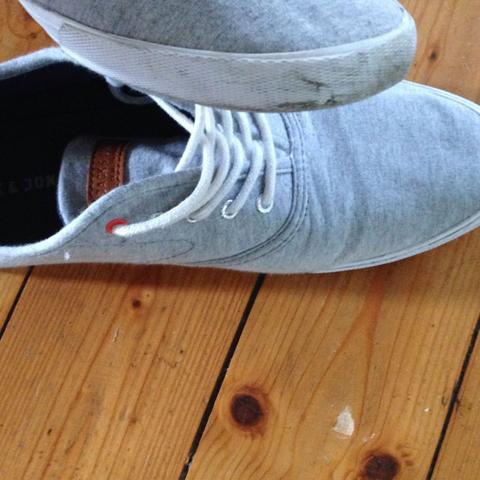 Wie Kann Ich Meine Grauen Stoff Schuhe Reinigen Haushalt Hygiene