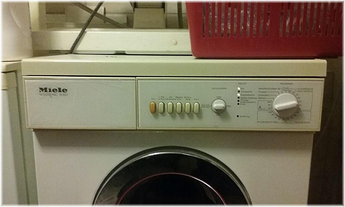 meine miele waschmaschiene vom typ novotronic w 820 blinkt st ndig die gr ne kontrolllampe. Black Bedroom Furniture Sets. Home Design Ideas